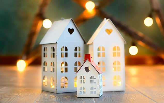 האם עלוני פרסום של דירות קבלן הם הסכם מחייב?